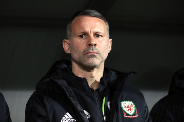 Ryan Giggs believes his older players can help the younger squad members