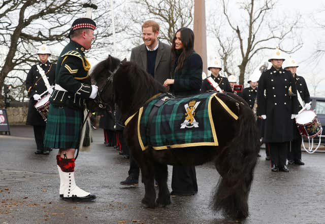 Prince Harry and Meghan Markle meet Pony Major Mark Wilkinson and regimental mascot Cruachan IV (Andrew Milligan/PA)