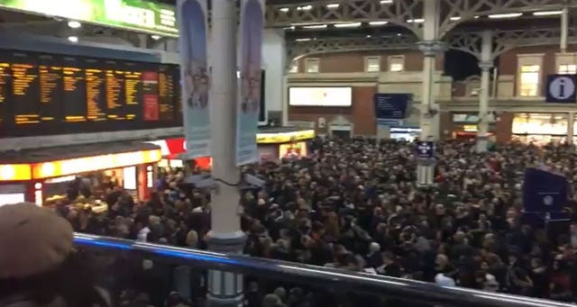 People crowded in the Victoria station main hall