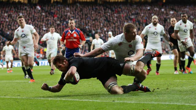 Richie McCaw scores New Zealand's second try against England in November 2014