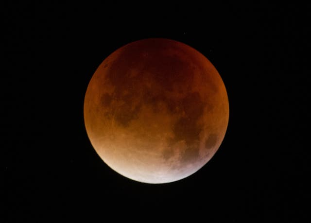 why is the moon red tonight july 28 2018 - photo #41
