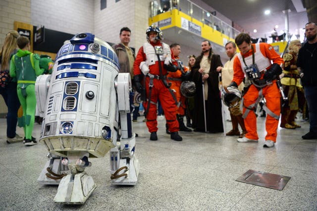 R2D2 and Star Wars characters arrive