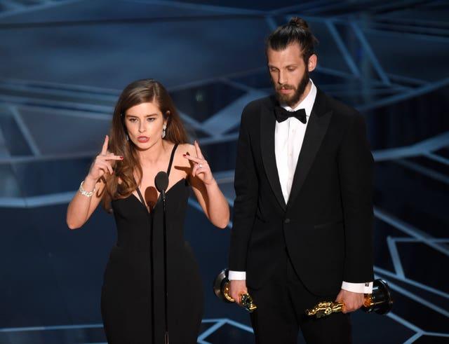 Rachel Shenton, left, and Chris Overton (Chris Pizzello/Invision/AP)