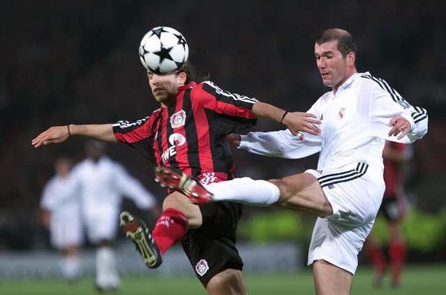 Real Madrid's Zinedine Zidane challenges Bayer Leverkusen's Diego Placente