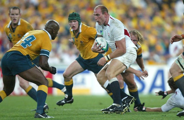 Lawrence Dallaglio looks for a way through the Australia defence