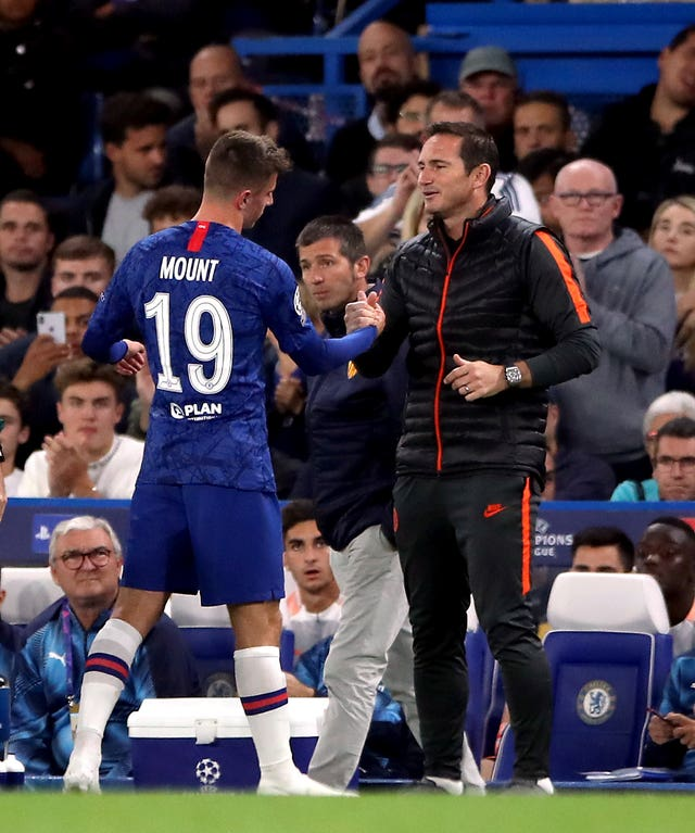 Lampard greets Mount as the youngster comes off injured