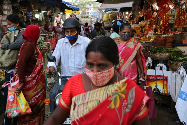 Shoppers wearing face masks in Bengaluru, India