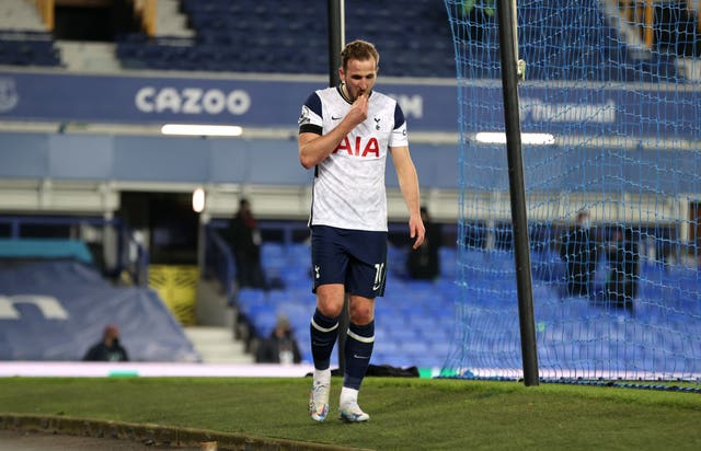 Harry Kane could miss out for Tottenham after injuring his ankle in Friday's draw at Everton.