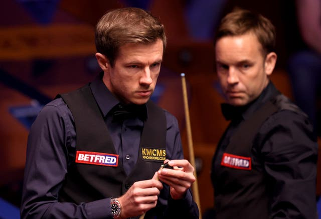 Jack Lisowski (left) in action against Ali Carter (right) at the World Championship