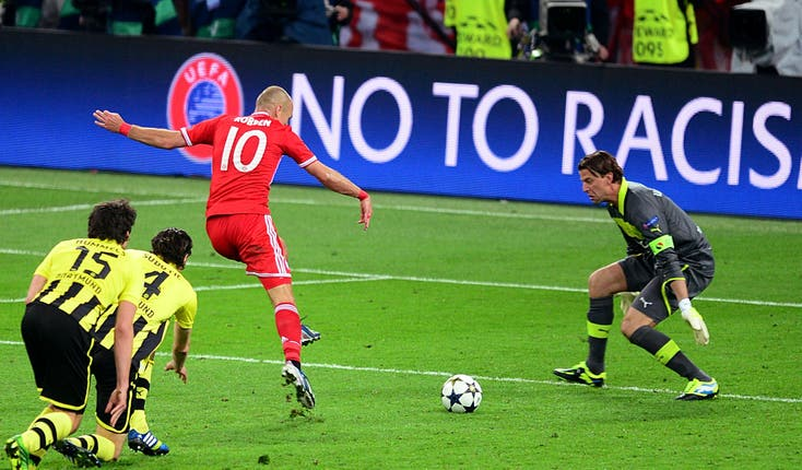 Bayern Munich's Arjen Robben scores the winning goal in the 2013 final at Wembley