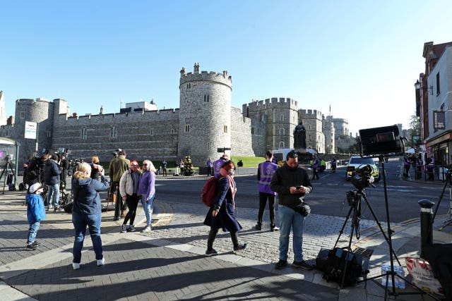 Members of the press and general public outside Windsor Castle
