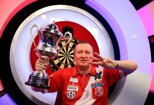 Glen Durrant claimed his third successive BDO World Championship title, becoming the first player since Eric Bristow in 1984-86 to achieve the feat