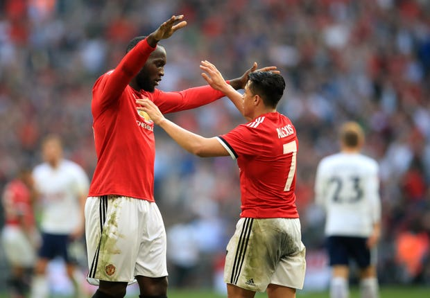 Manchester United's Romelu Lukaku (left) and Alexis Sanchez have gone out on loan