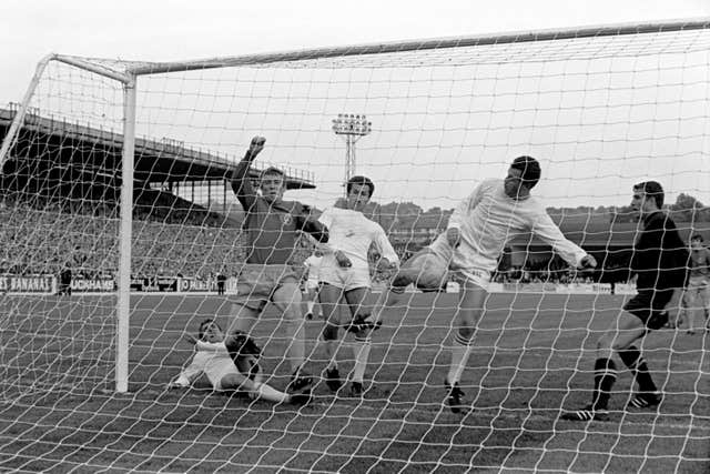 Mick Jones scores Leeds' winner against Ferencvaros
