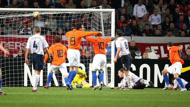 Rafael van der Vaart scored a late equaliser to cancel out Rooney's goal in Amsterdam.