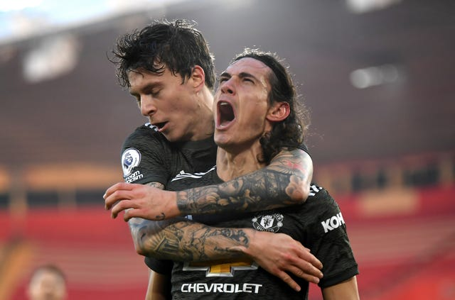 Edinson Cavani, right, celebrates after scoring against Southampton