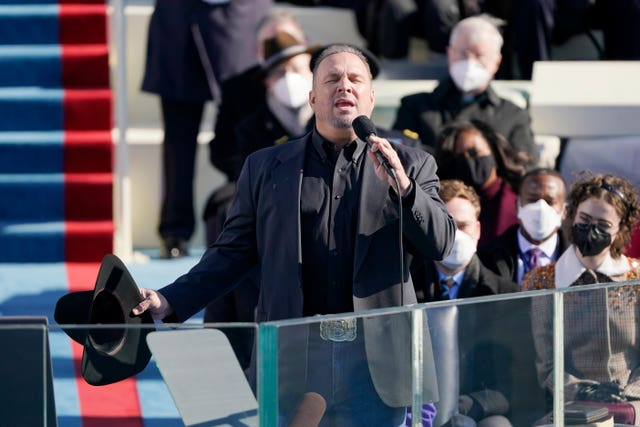 Garth Brooks sings Amazing Grace during the 59th presidential inauguration at the US Capitol in Washington