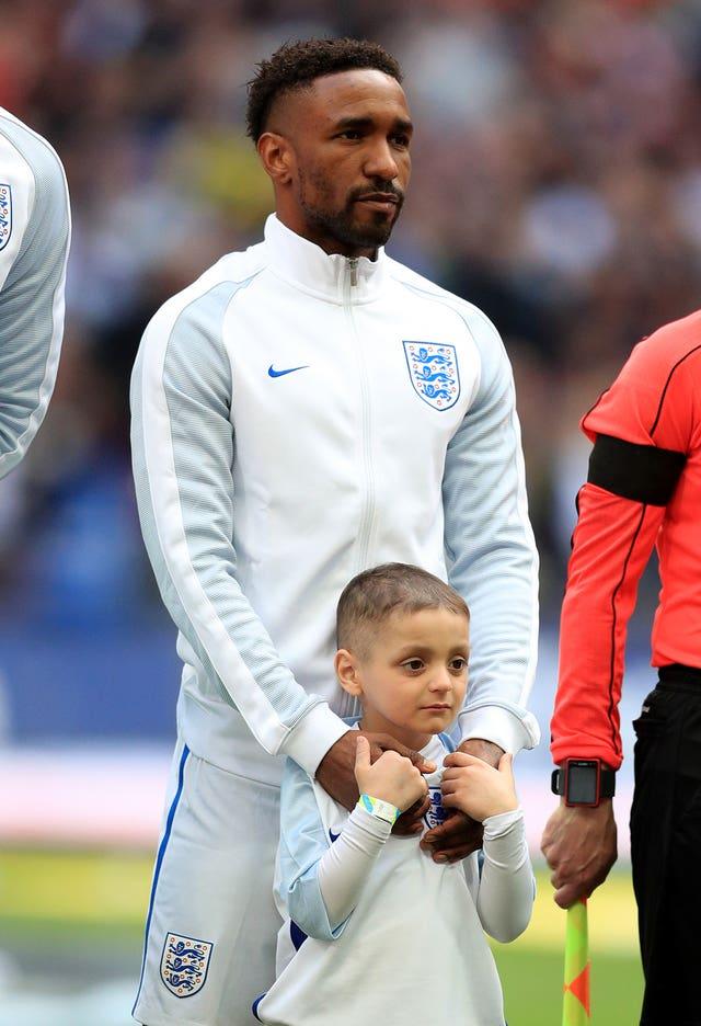 England's Jermain Defoe with mascot Bradley Lowery At Wembley Stadium