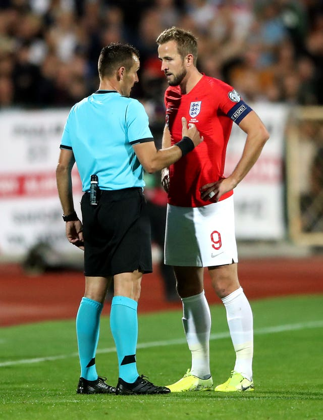 Harry Kane talks to referee Ivan Bebek before the stadium announcement is made