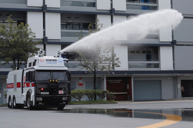 Water cannon demonstrations at police HQ