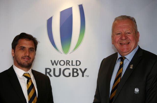 Agustin Pichot (left) and Sir Bill Beaumont (right).