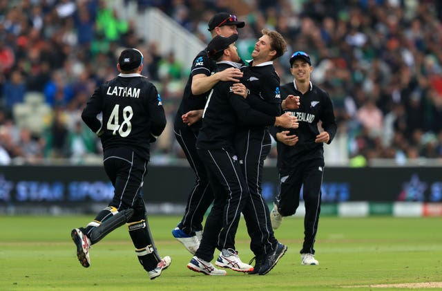 New Zealand players celebrate the wicket of Pakistan's Imam-ul-Haq
