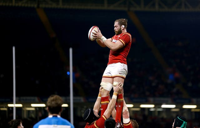 Alun Wyn Jones wins lineout ball against Argentina