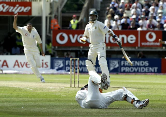 Steve Harmison celebrates as Geraint Jones takes the Test-winning catch