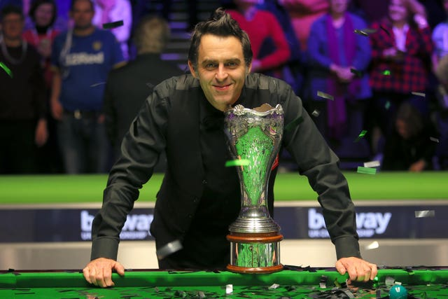 Ronnie O'Sullivan with the 2017 UK Championship trophy