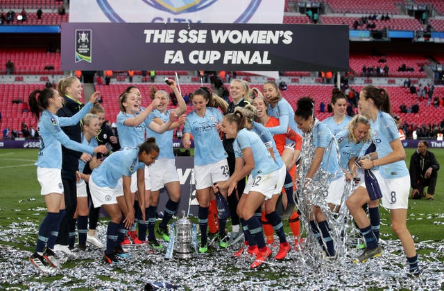 Manchester City Women players celebrate after beating West Ham Women 3-0 in the Women's FA Cup final