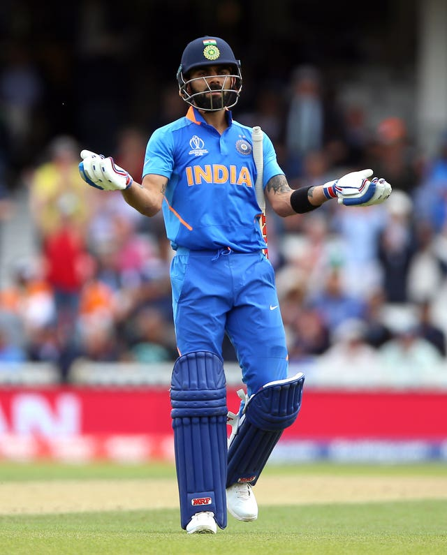 India captain Virat Kohli urged fans to applaud the Australia pair.