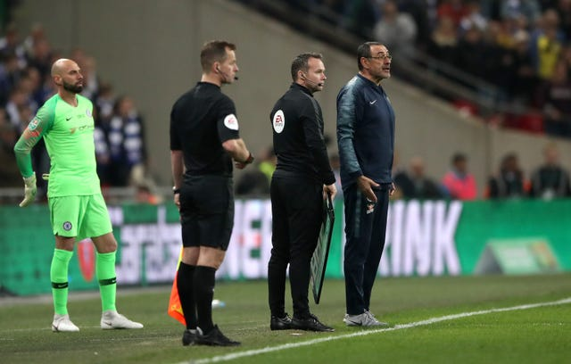 Chelsea manager Maurizio Sarri and Willy Caballero stand on the touchline as goalkeeper refuses to be substituted in extra time during the Carabao Cup final