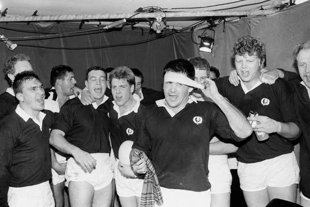 David Sole (centre) was the last Scotland captain to lead his side to six straight victories with their Grand Slam-clinching win over England back in 1990