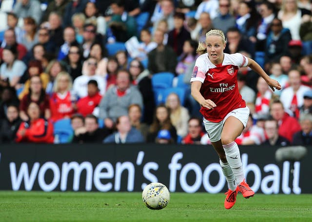 Mead in action for Arsenal