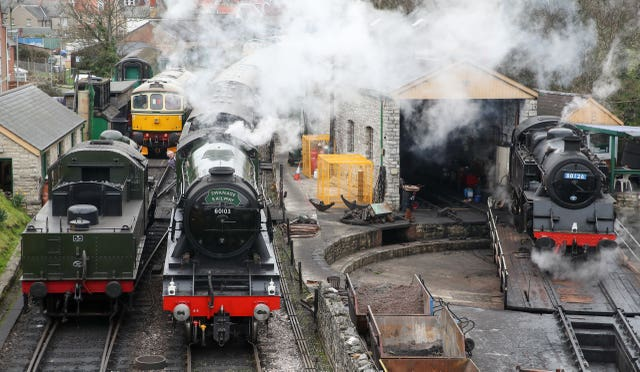 Flying Scotsman arrives in station