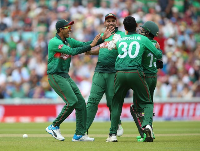 Bangladesh players celebrate the run out of South Africa opener Quinton De Kock