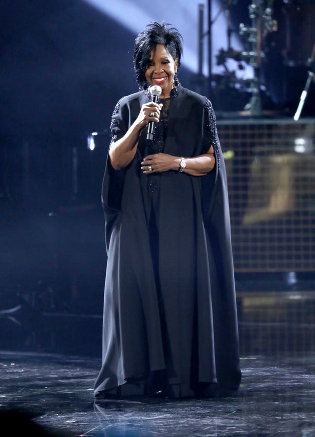 Gladys Knight performs Amazing Grace