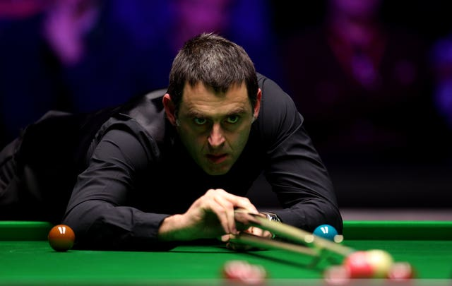 Ronnie O'Sullivan fought his way into the last eight