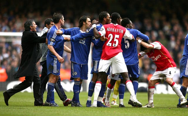 Mourinho tries to keep the peace during Chelsea's League Cup final win over Arsenal in 2007