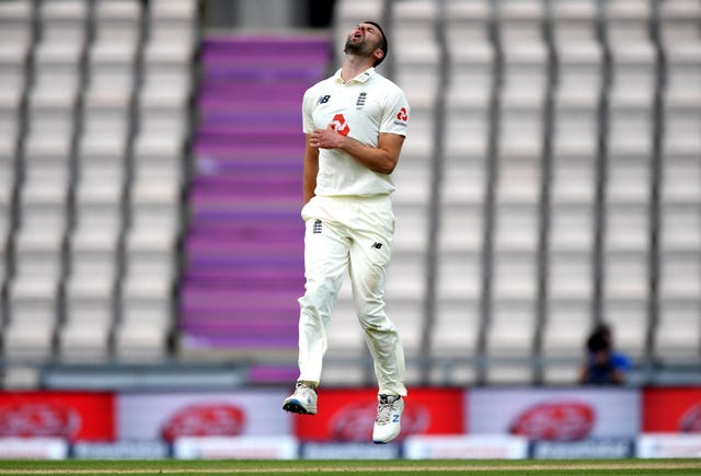 Sri Lanka survived a testing spell from Mark Wood
