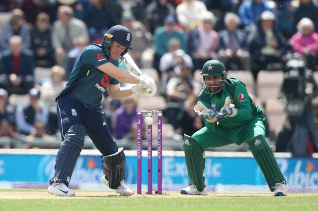 Eoin Morgan hits out on his way to 71 not out