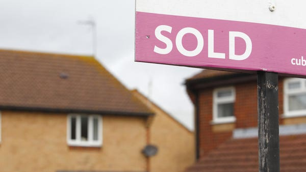 Average UK house price jumps by £8,000 in a year