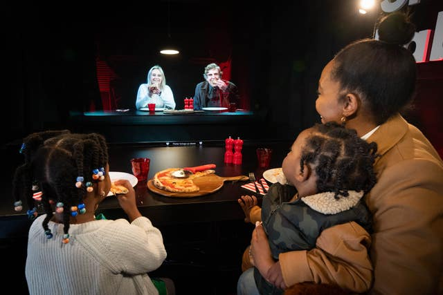 3D Holograms Help Families Have A Meal 400 Miles Apart, 2.59197322%, daily-dad, gear, community%