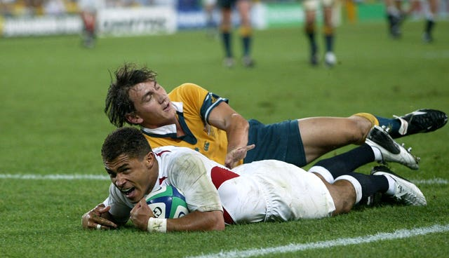 Jason Robinson's try just before half-time gives England a 14-5 lead