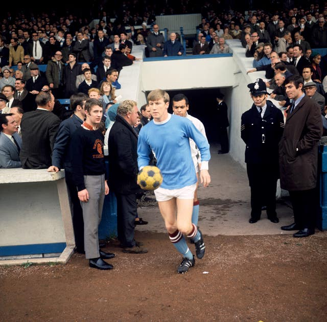 Soccer – Football League Division One – Manchester City v Manchester United – Maine Road