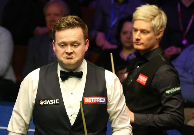 Shaun Murphy, left, was beaten by Neil Robertson in the Group Four final