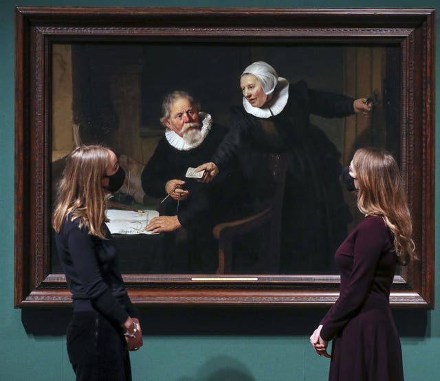 Women look at Rembrandt's painting The Shipbuilder and his Wife