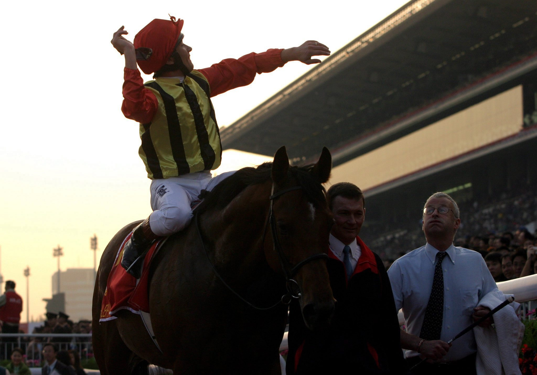 Frankie Dettori and Falbrav after winning the Hong Kong Cup