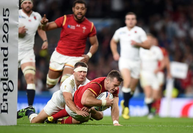 Gareth Davies scored a memorable try as Wales defeated the World Cup hosts at Twickenham.