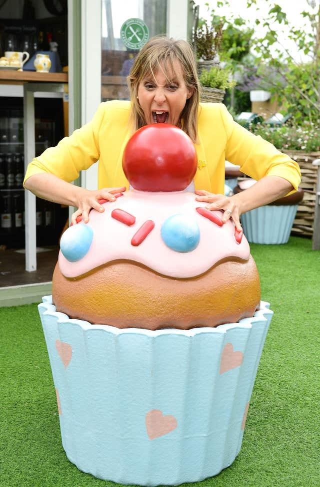Noel Fielding Can Her Eat Cakes